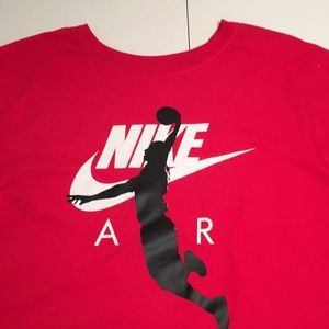 NWT Nike Tee with Dunker Decor Size 9